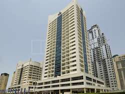 Unfurnished unit in Marina View Tower with balcony